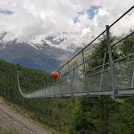 Nichts für schwache Nerven: Die Charles Kuonen Hängebrücke oberhalb Randa ist weltweit die Längste ihrer Art – radio rottu oberwallis
