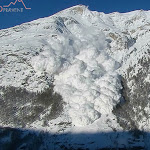 Video: Lawinensprengung bei Zermatt befördert gewaltige Schneemassen talwärts – 1815.ch