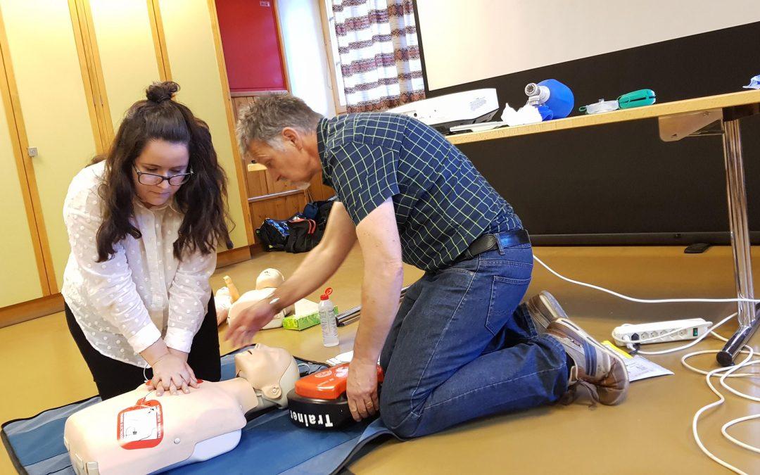 Medizinischer Komfort in Randa – Gemeinde bildet gratis zum «Public Responder in Herzmassage» aus